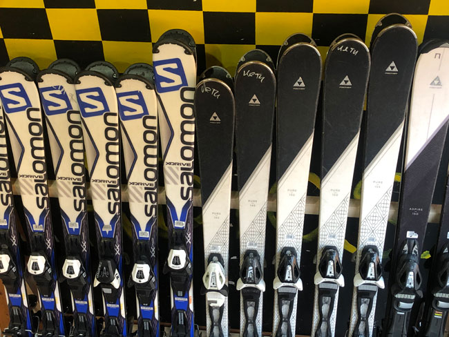 Adults skis